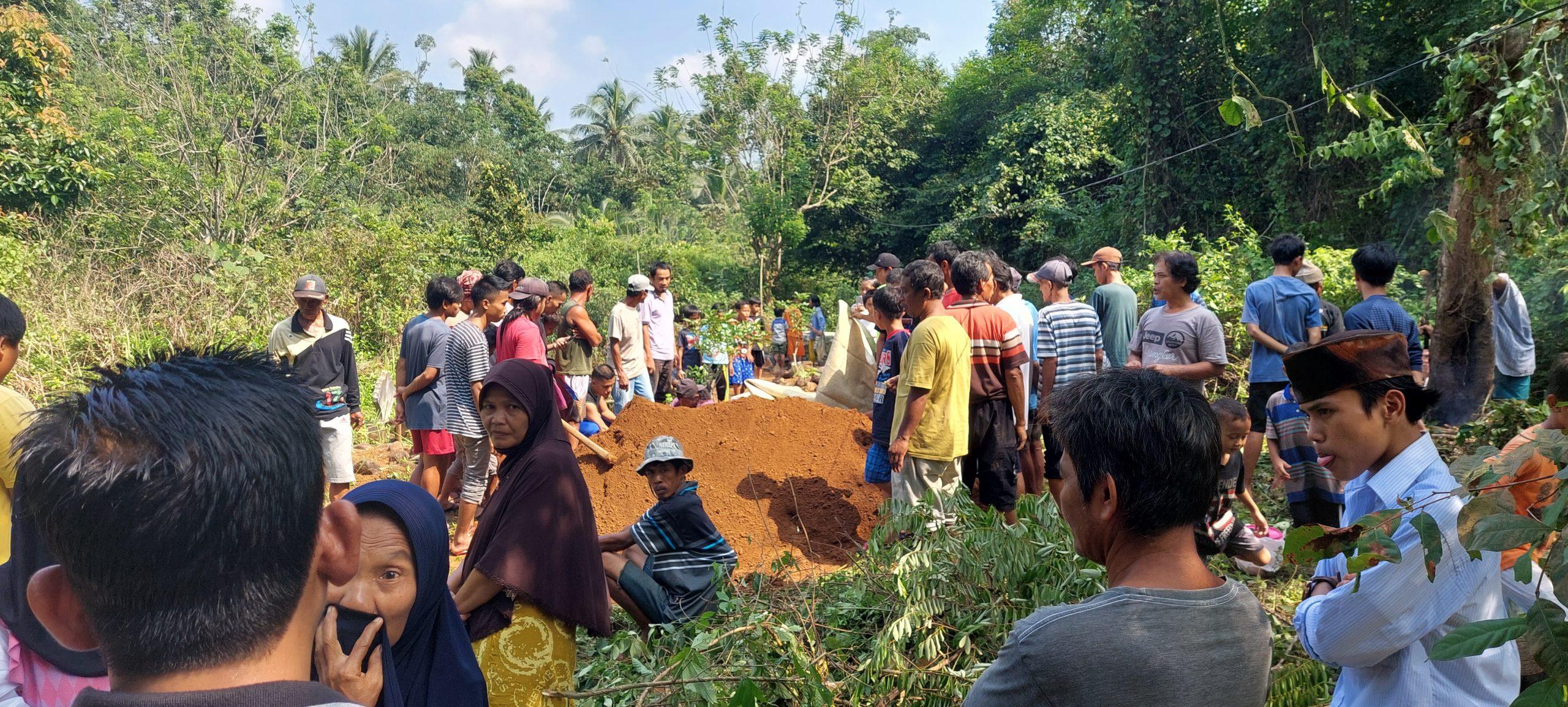 Gambar Berbeda Pilihan Cakades, Keluarga Alm Terpaksa Bongkar Kuburan 17
