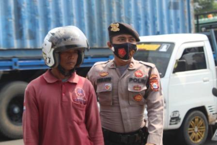 Gambar Pelanggar Ketentuan Wajib Masker Diberlakukan, Pengendara Roda Dua dan Sopir Kena Sangsi 13