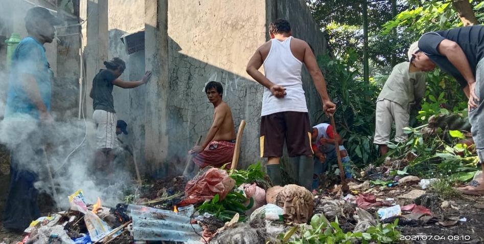 Gambar Warga Kademangan Setu Gotong Royong Bersihkan Lingkungan 13