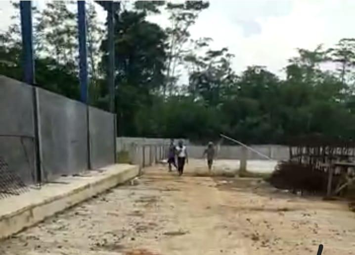 Gambar Beberapa Kali Di Segel Satpol PP, PT. Indo Pasific Agung Di Citeras Masih Santai Membangun 1
