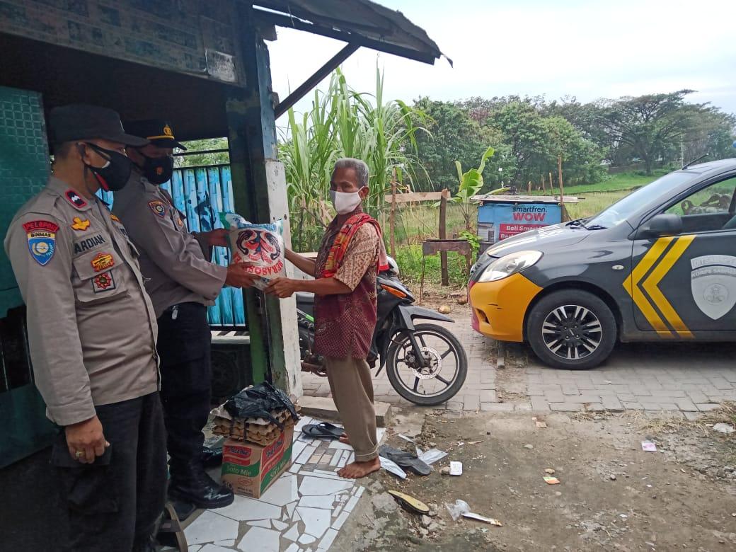 Gambar Kapolsek Cikande Berikan Bantuan Sembako ke Warga yang Sedang Isoman dan Keluarga Tidak Mampu 13