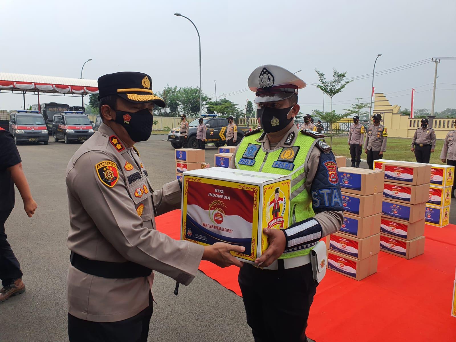 Gambar Polres Serang Salurkan 2 Ribu Paket Sembako Bagi Masyarakat Terdampak PPKM Darurat 11