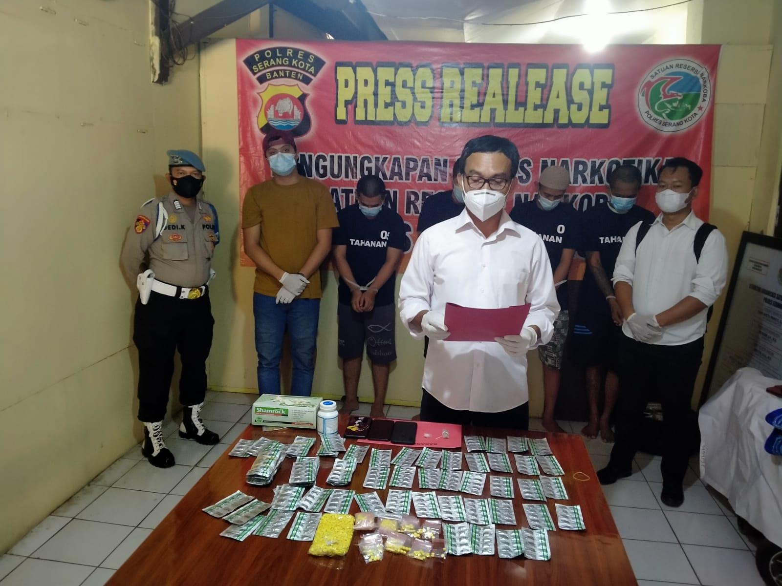 Gambar 5 Pelaku Penyalahgunaan Narkoba Diringkus Satresnarkoba Polres Serang Kota 11