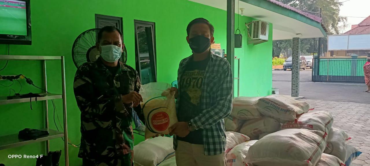 Gambar Koramil 0602-01/Kota Serang Salurkan Bantuan Beras Untuk PWI Kota Serang 11