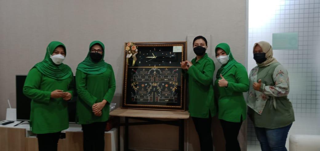 Gambar Ketua Persit KCK Koorcab Rem 064 PD III/Siliwangi Sambut Kedatangan Ketua Umum Persit KCK Ny. Hetty Andika Perkasa 11