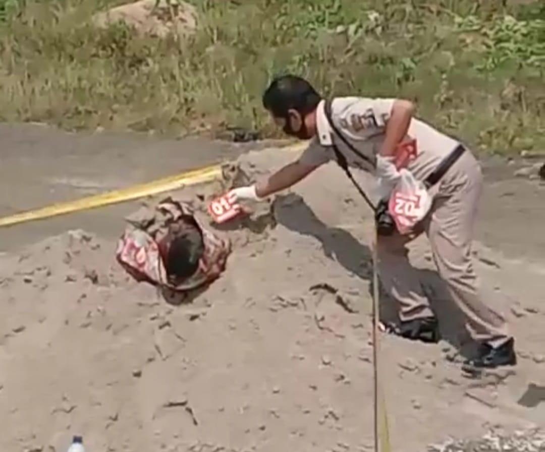 Gambar Mayat Wanita Terpendam di Pasir Berhidung dan Gigi Depan Ompong, Ada Yang Kenal ? 11
