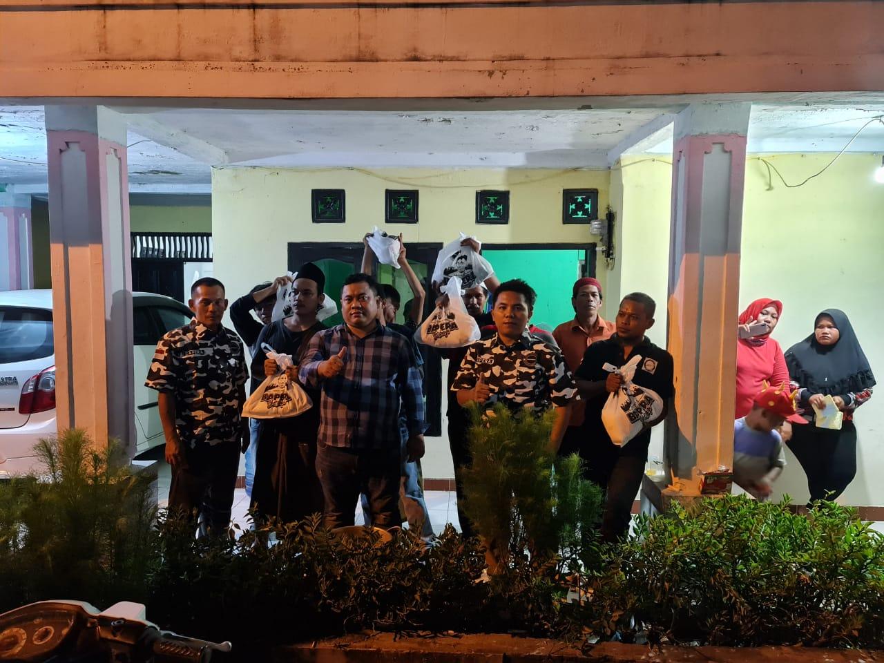 Gambar PPKM Darurat, BAPERA Banten Bagikan Ratusan Sembako 15