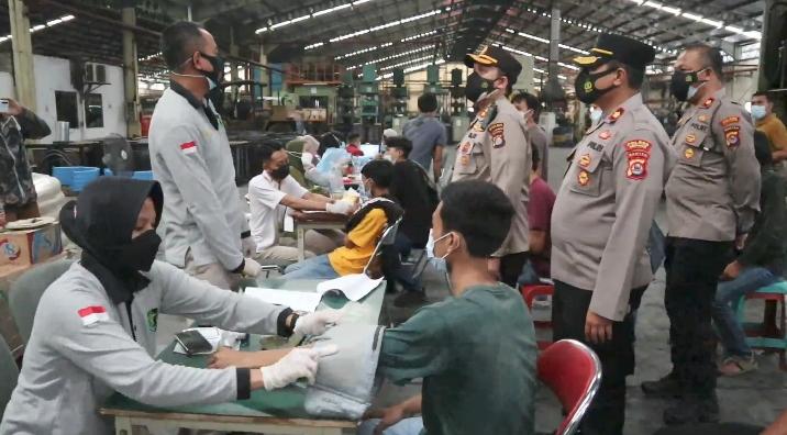 Gambar Polres Serang Gelar Grai Vaksin di PT Asa Bintang Pratama di Kawasan Industri Cikande 11