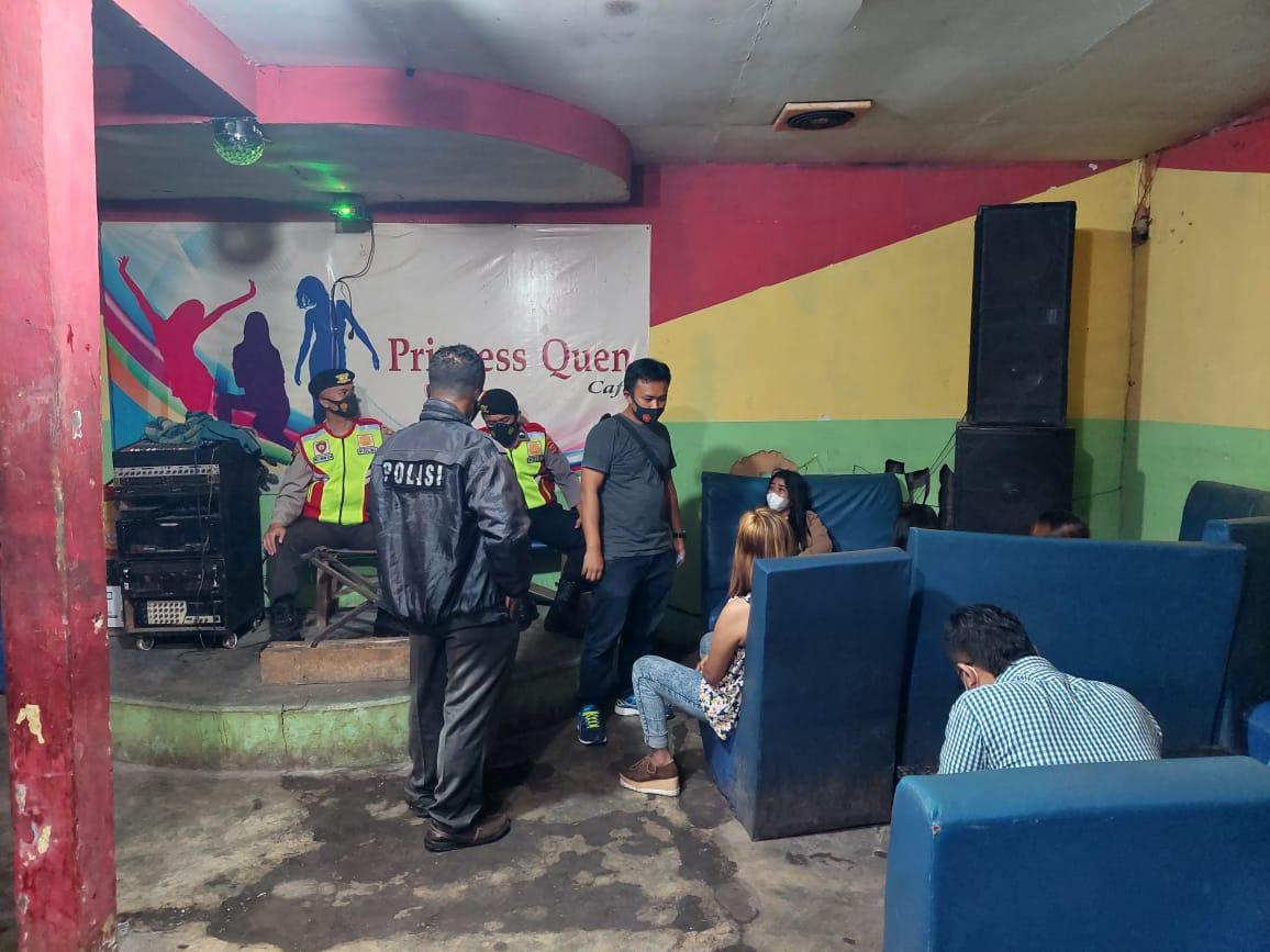 Gambar Nekad Buka Dimasa Pemberlakuan PPKM Level 3, Personil Gabungan Polres Serang Tutup Paksa THM di Ciruas 7