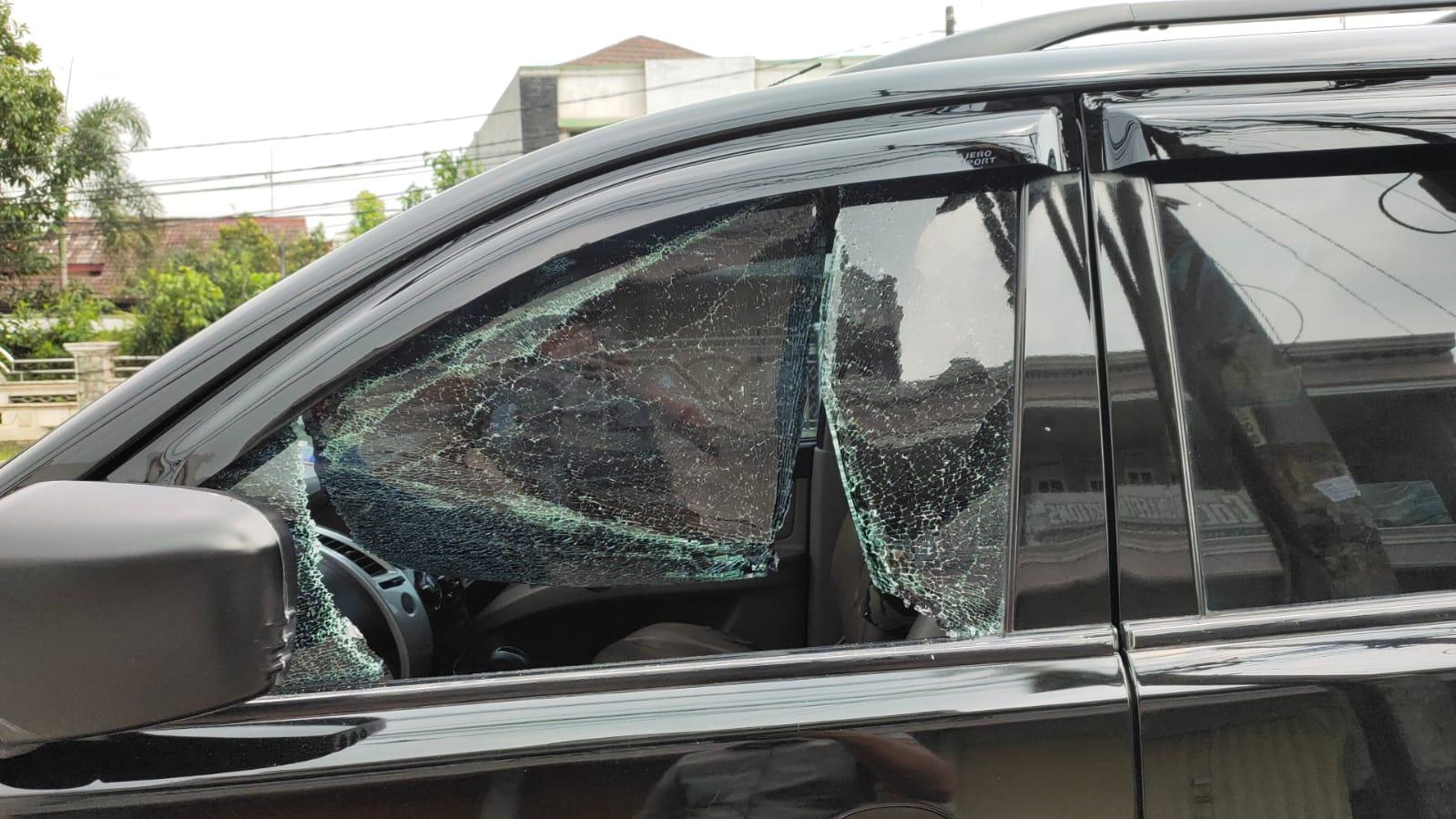 Gambar Sedang Solat Jumat Mobil Anggota LSM Geram Jadi Korban Pencurian Pecah Kaca di Bojong Cikupa 3