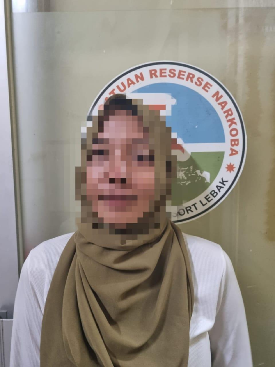 Gambar Polisi Tangkap Janda Beranak Satu Lantaran Edarkan Shabu 11