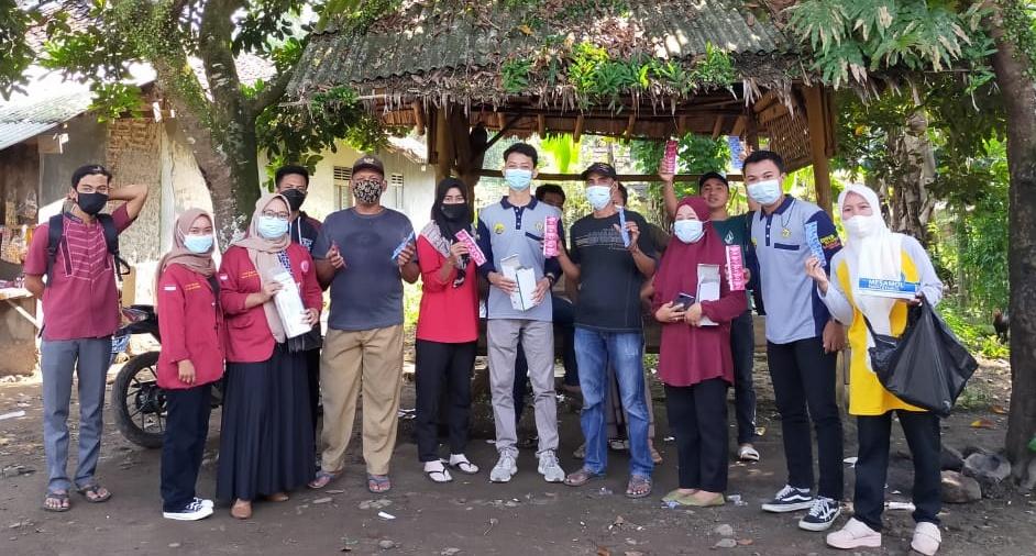 Gambar KKM UNIBA 21 Melakukan 3P Penyemprotan Disinfektan, Pembagian Masker dan Pembagian Vitamin 11