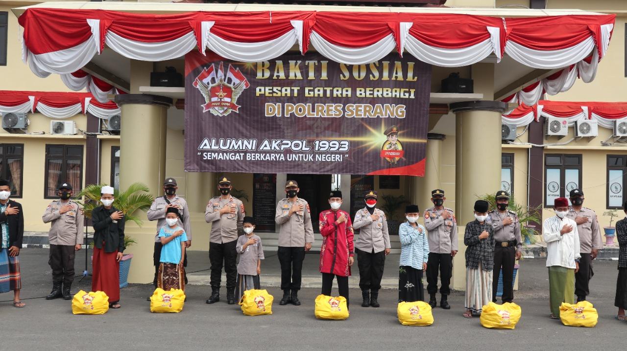 Gambar Melalui Bhabinkamtibmas Polres Serang, Alumni Akpol 1993 Salurkan Bantuan Paket Sembako 13