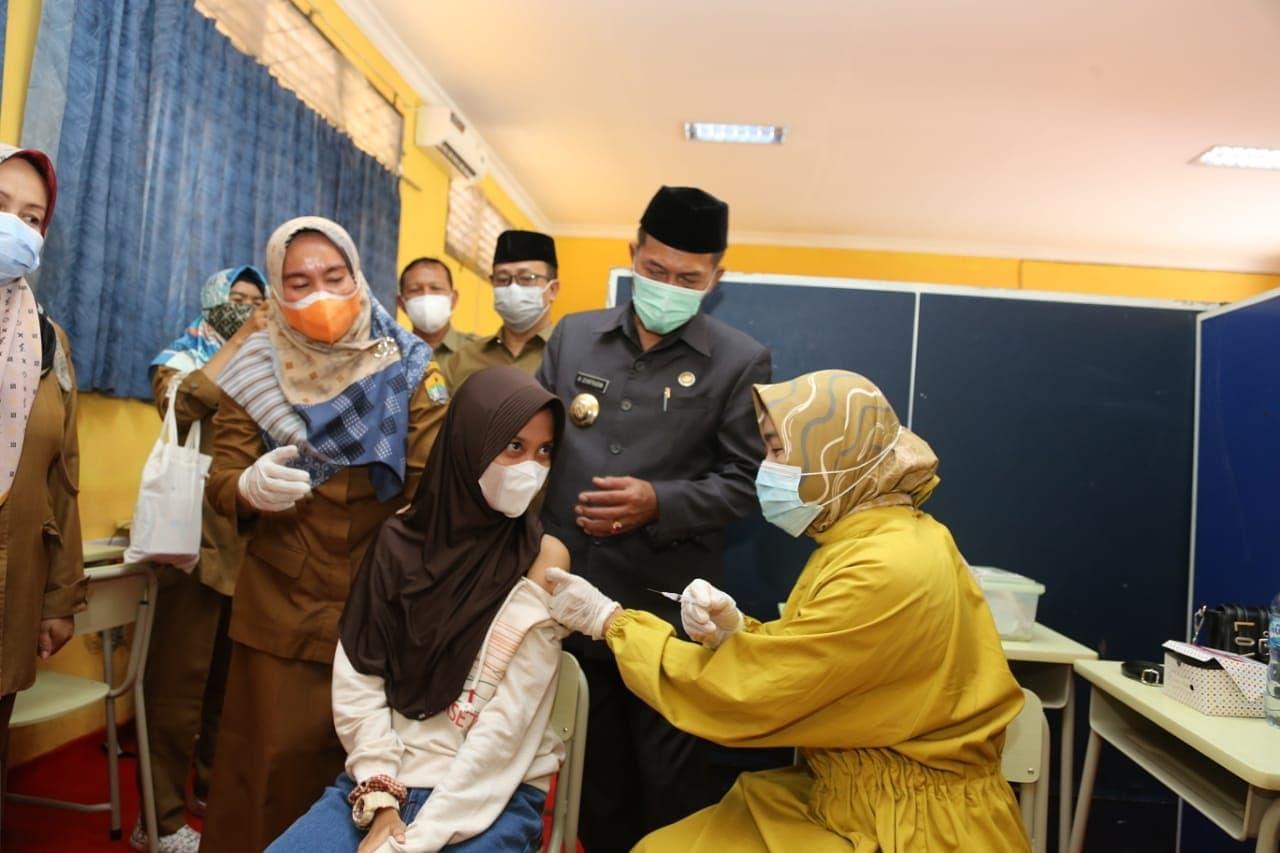 Gambar Wali Kota Serang Kembali Tinjau Pelaksanaan Vaksinasi di SMPN 7 Kota Serang Pemkot Serang Kembali Gelar Vaksinasi di SMPN 7 15
