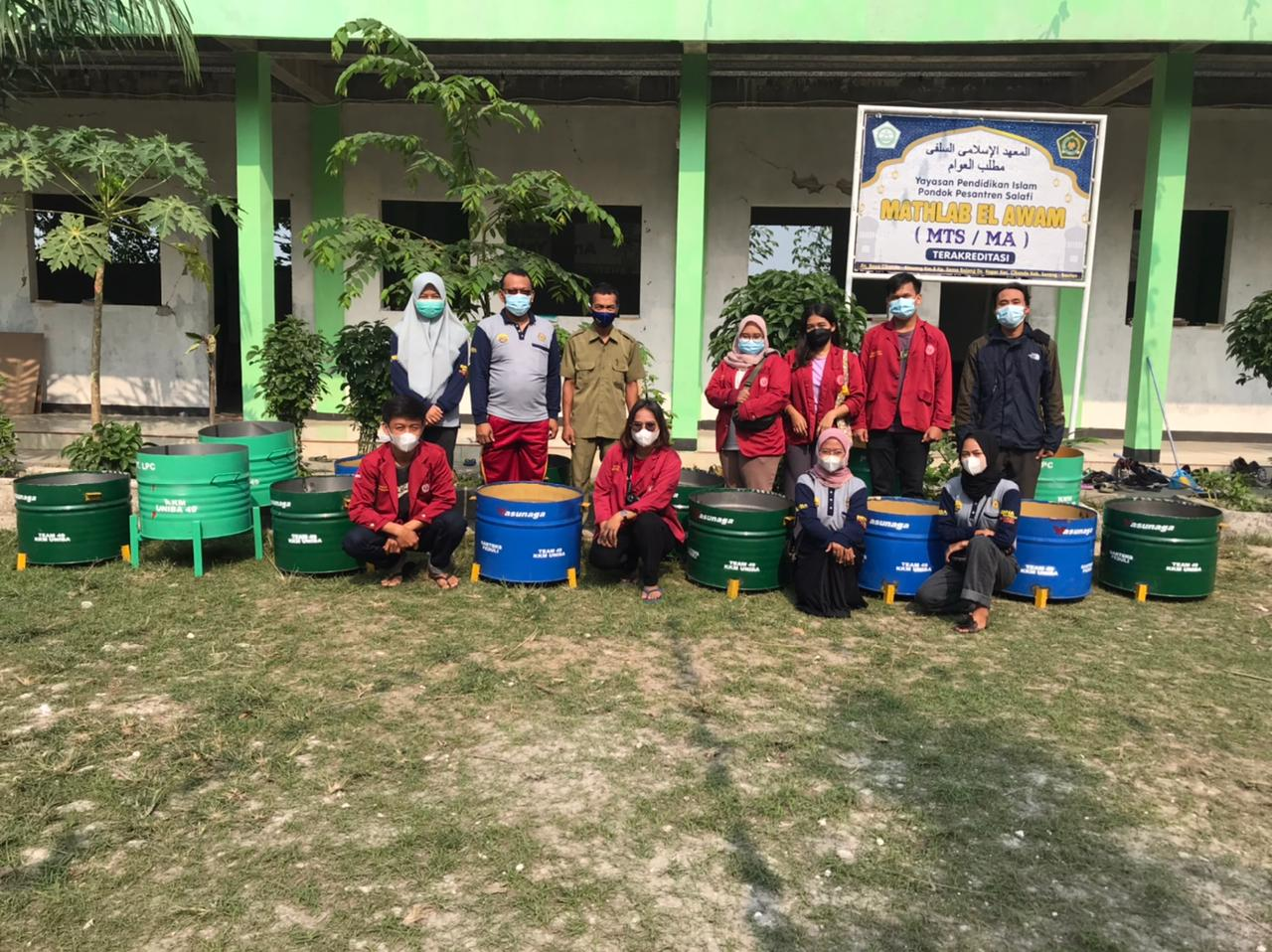 Gambar Garteks Peduli Serang Gandeng KKM 49 Universitas Bina Bangsa Berikan Tong Sampah 15