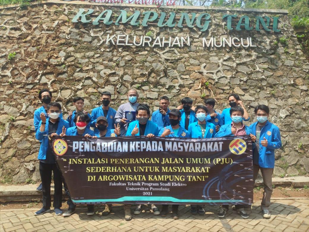 Gambar PKM Mahasiswa Teknik Elektro UNPAM Terangi Kampung Tani Sengkol Tangerang Selatan 5