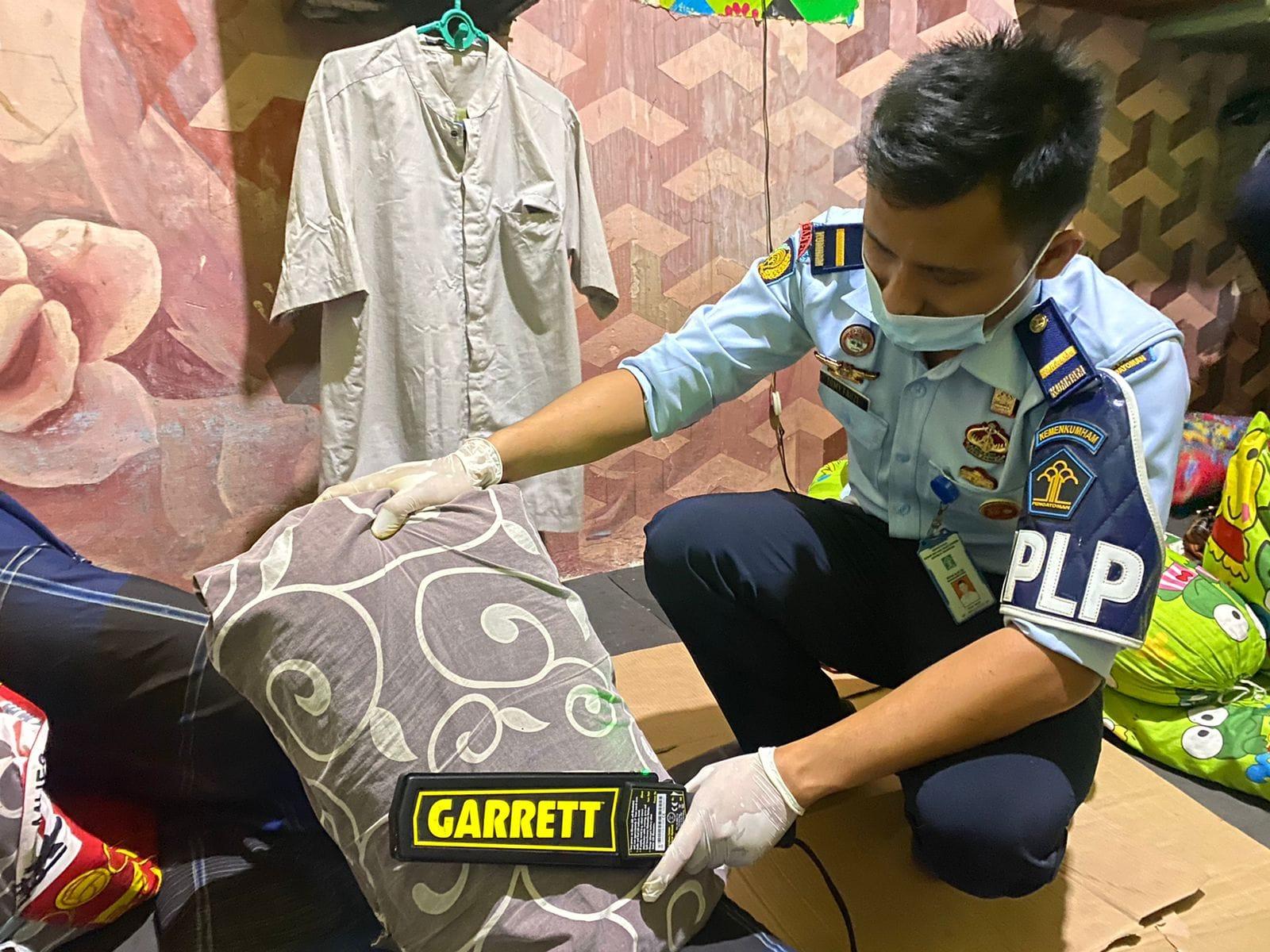 Gambar Cegah Peredaran Narkoba, Lapas Serang Lakukan Sidak Blok Hunian Warga Binaan 13