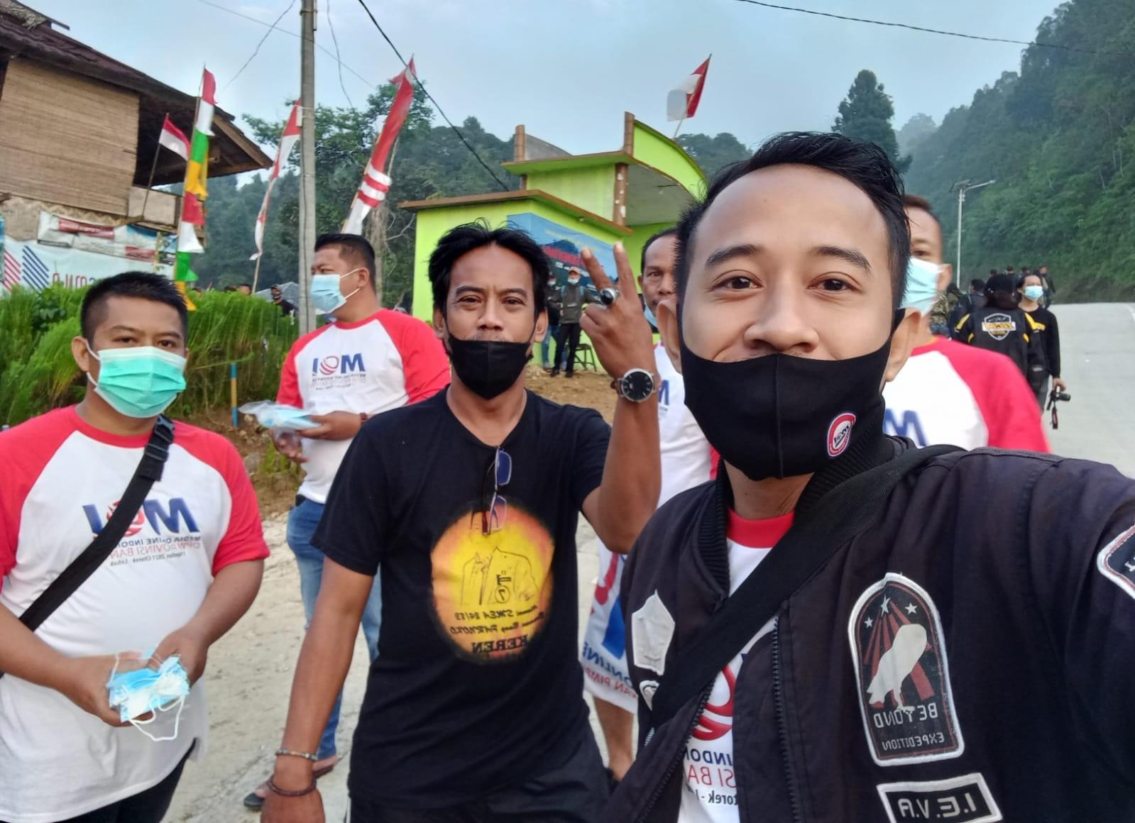 Gambar DPC MOI Lebak Apresiasi Presiden Joko Widodo HUT RI Ke 76 Memakai Pakaian Adat Baduy 13