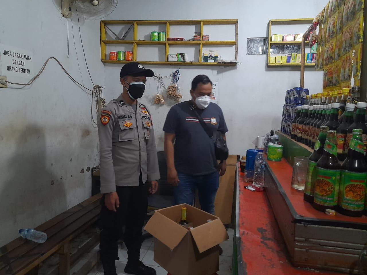 Gambar Berkedok Kios Jamu, Polsek Serang Polres Serang Kota Temukan 106 Botol Miras 3