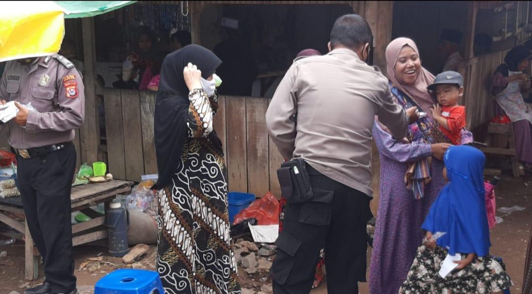 Gambar Polsek Kramatwatu Gencar Sosialisasikan Prokes Sekaligus Membagikan Masker di Ponpes At Tahariyah 7