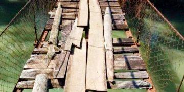 Gambar Masyarakat Kecamatan Leuwidamar Dambakan Perbaikan Jembatan 9