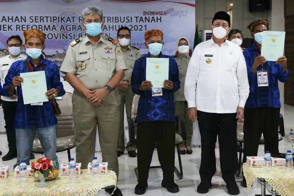 Gambar Gubernur Banten : Penyerahan Sertipikat Tanah Bentuk Perhatian Pemerintah 1