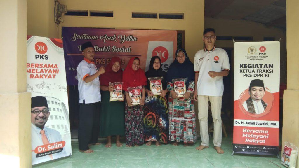 Gambar Peringati Hari Tani Nasional, DPC PKS Ciomas Berikan Bantuan Bibit Jagung, Pupuk dan Obat-Obatan Ke Petani 3