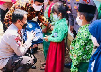 Gambar Peduli Pembelajaran Tatap Muka, Kapolda dan Wakapolda Banten Serentak Kunjungi Sekolah dan Salurkan Masker Serta Peralatan Sekolah 5
