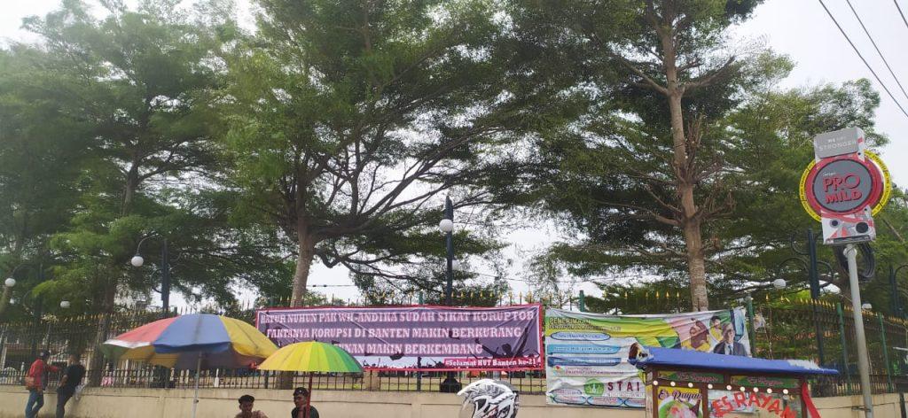 Gambar Momen HUT Banten, Bertebaran Spanduk Terimakasih WH-Andika 1