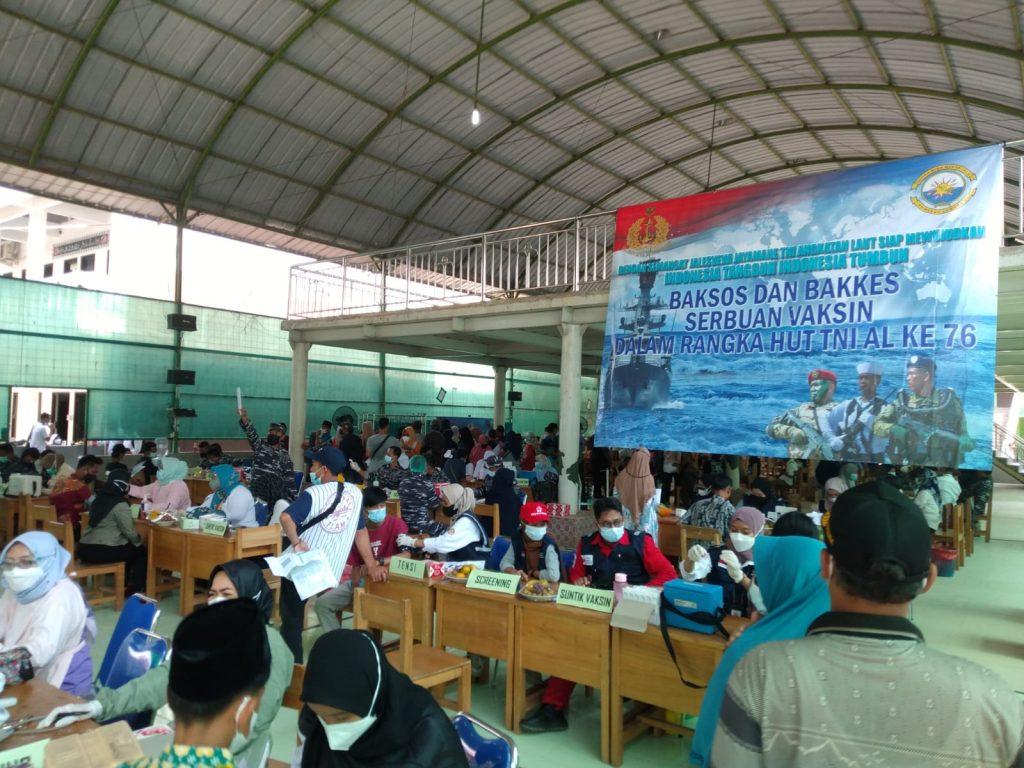 Gambar Serbuan Vaksinasi Maritim Covid-19 TNI AL Koarmada I di Ponpes Darul Falah Carenang 1