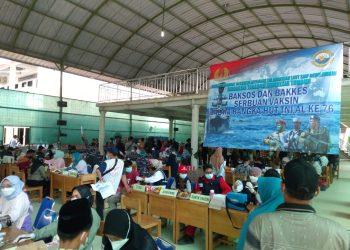 Gambar Serbuan Vaksinasi Maritim Covid-19 TNI AL Koarmada I di Ponpes Darul Falah Carenang 11