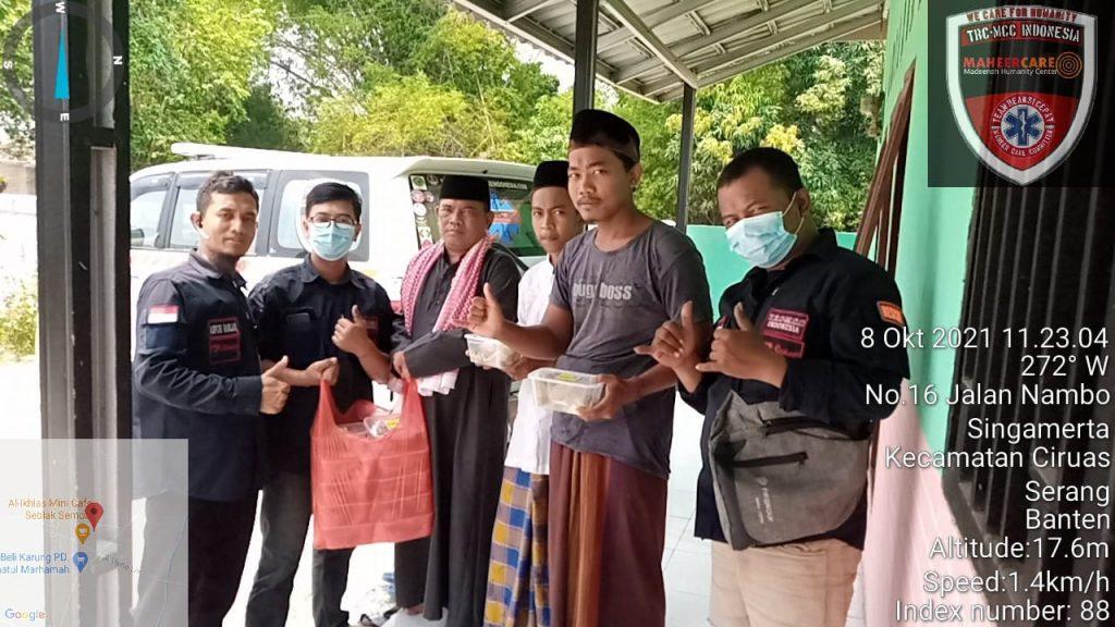 Gambar BPPKB DPAC Ciruas Bagikan Ratusan Box Nasi Kotak ke Pengguna Jalan dan Para Pedagang, Ciruas-Kalodran 1