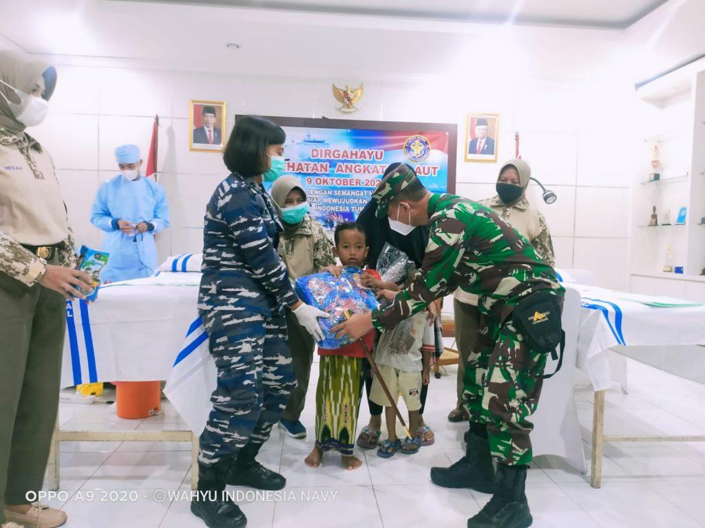 Gambar Khitan Massal Dalam Rangka Peringatan Hari Kesehatan TNI AL Tahun 2021 di Lanal Banten 1