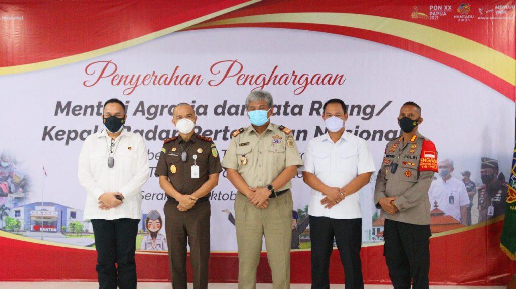 Gambar Menteri ATR/Kepala BPN Berikan Apresiasi Atas Keberhasilan Target Operasi Mafia Tanah di Provinsi Banten 1