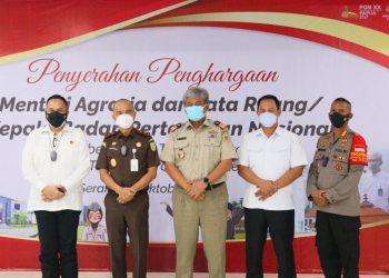 Gambar Menteri ATR/Kepala BPN Berikan Apresiasi Atas Keberhasilan Target Operasi Mafia Tanah di Provinsi Banten 11