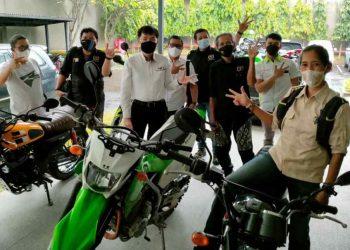 Gambar 4 Unit Kawasaki Siap Meluncur Bersama Tim Jelajah Kebangsaan Wartawan 43