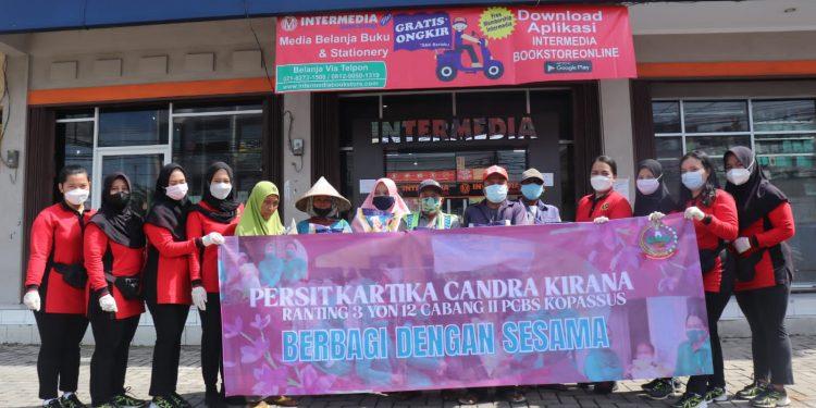 Gambar Baksos Persit KCK Grup 1 Kopassus Dalam Rangka Maulid Nabi Muhammad SAW 1443 H 1