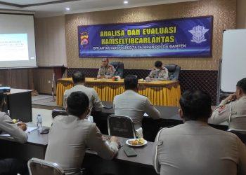 Gambar Tingkatkan Kompetensi, Wadirlantas Polda Banten Edukasi Penyidik Laka Lantas 23