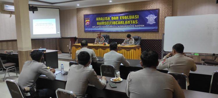 Gambar Tingkatkan Kompetensi, Wadirlantas Polda Banten Edukasi Penyidik Laka Lantas 45