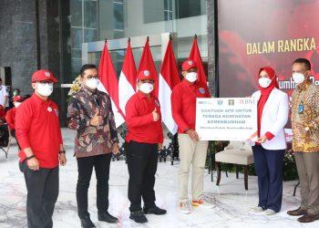 "Gambar 1.000 Bingkisan Diserahkan untuk Pasien Wisma Atlet dalam Giat ""Kumham Peduli, Kumham Berbagi dan Empati Kumham"" 25"