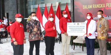 "Gambar 1.000 Bingkisan Diserahkan untuk Pasien Wisma Atlet dalam Giat ""Kumham Peduli, Kumham Berbagi dan Empati Kumham"" 3"