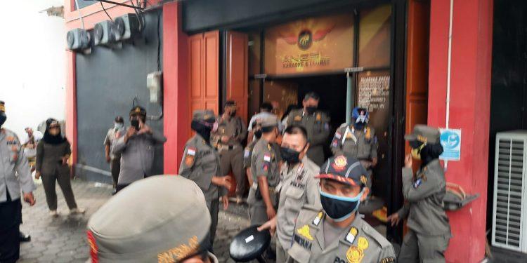 Gambar Polres Serang Kota Polda Banten Dampingi Pemkab Serang Pengosongan THM 35