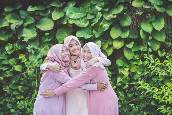 Tips Cara Memakai Jilbab Pesta