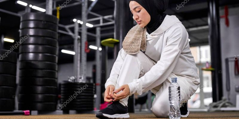 muslim sportswoman tie the laces on the sneakers