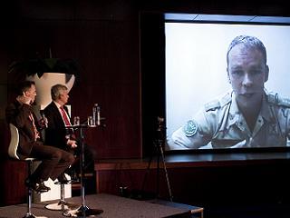Historicus Serge Blom via videoverbinding vanuit Kamp Holland