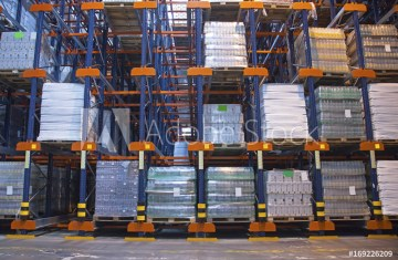 Automated storage solution in warehouse