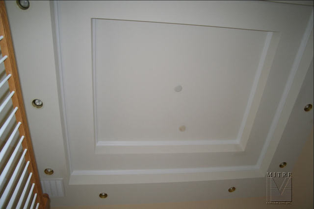CEILING TREATMENTS Stepped Tray Ceiling with 1pc Crown