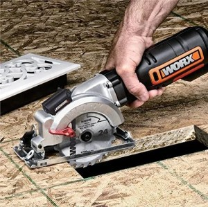 WORX WX427 XL cutting floorboards