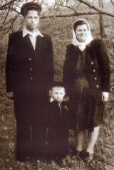 Anul 1955. Anii de copilărie. Împreună cu părinții dragi.