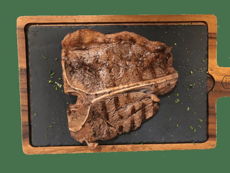 Steaky připravujeme na grilu Big Green Egg na dřevěném uhlí